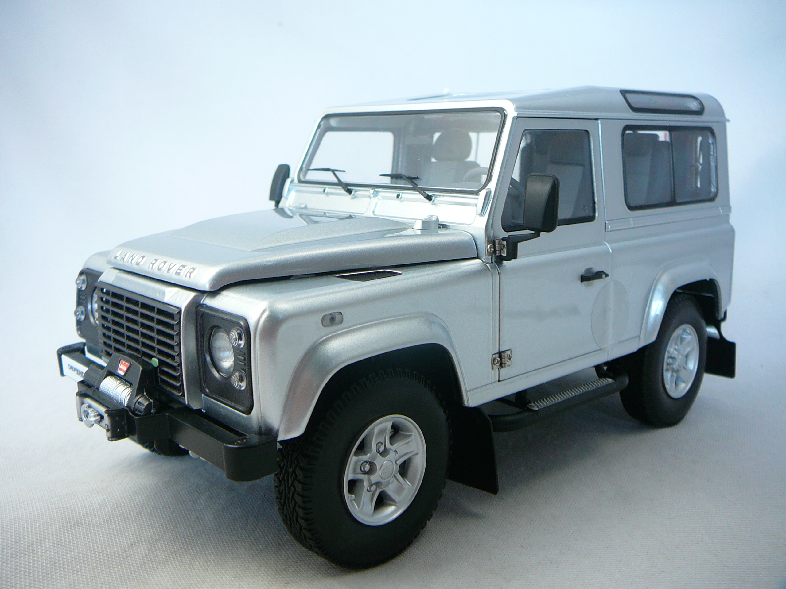 Land Rover Defender 90 Miniature 1 18 Kyosho Kyo 08901s