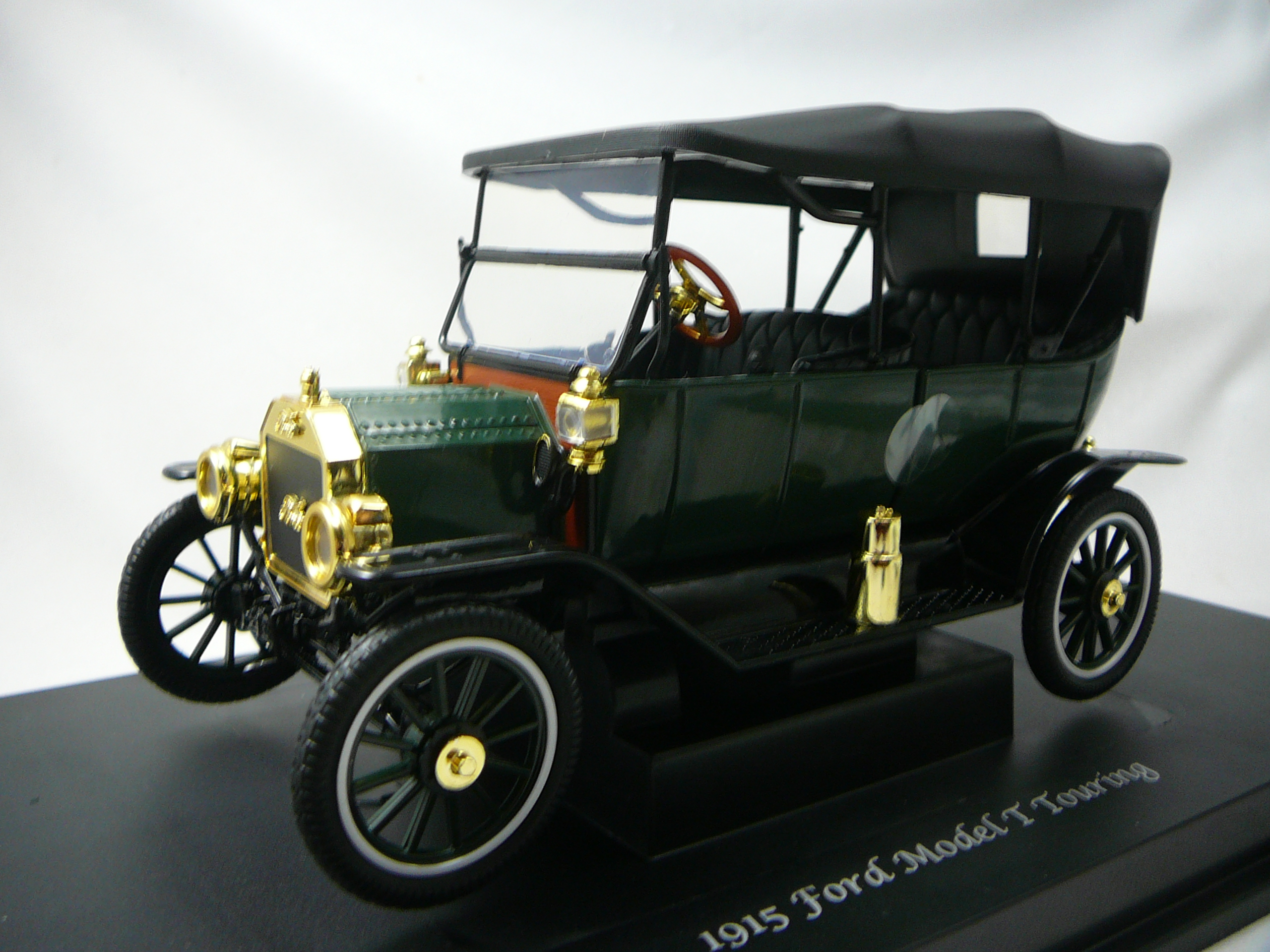 Ford Model T Touring Soft Top 1915 Miniature 1 18 Motor