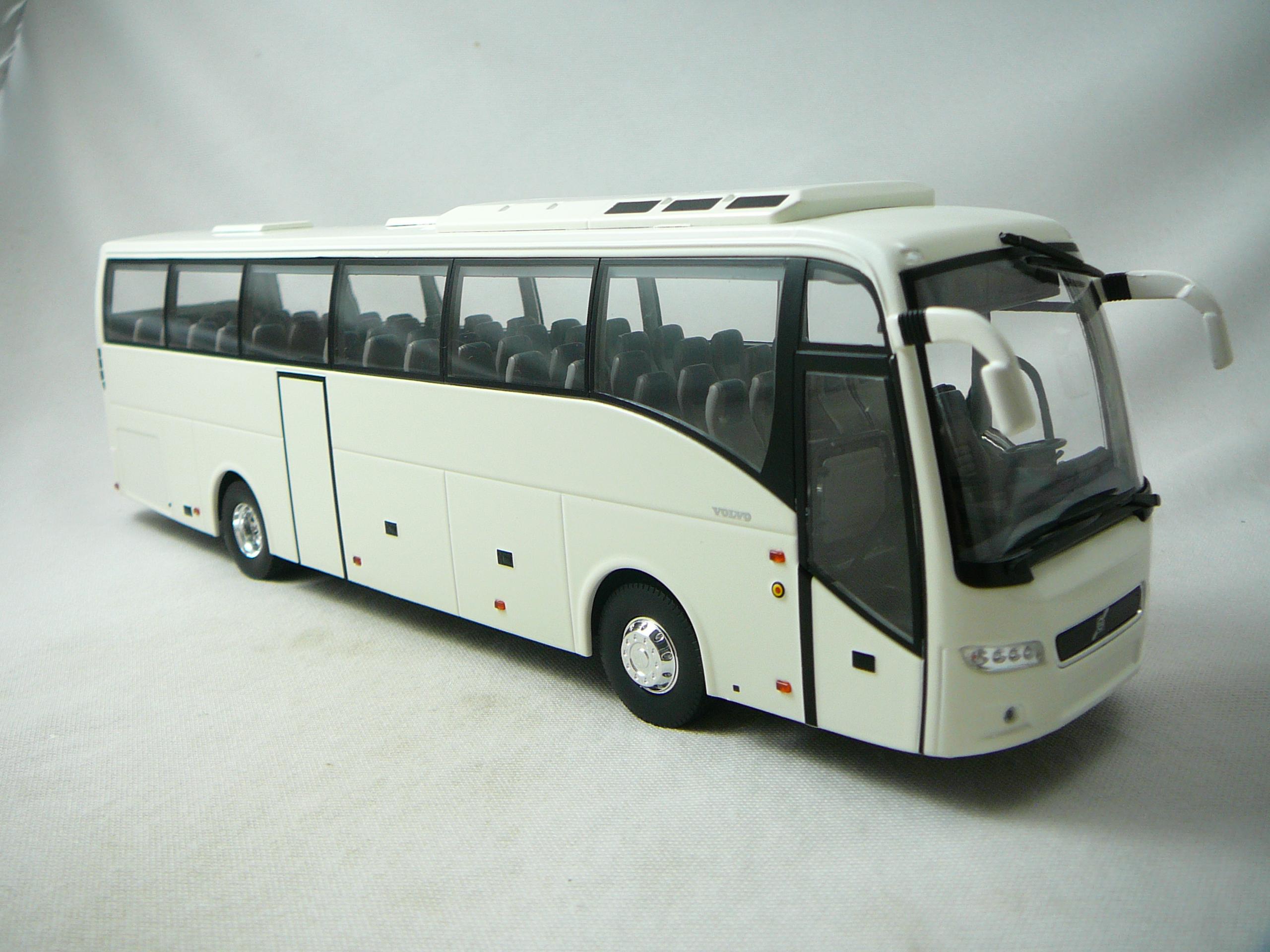 Volvo Bus 9700 Miniature 1 43 Eligor El 130071 Freeway01