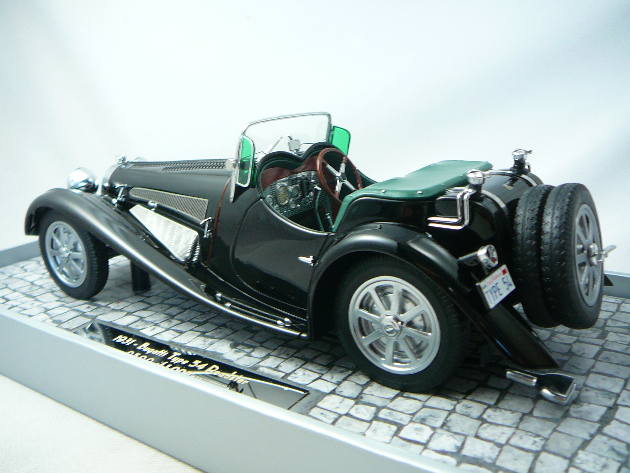 bugatti type 54 roadster 1931 mullin automotive museum. Black Bedroom Furniture Sets. Home Design Ideas