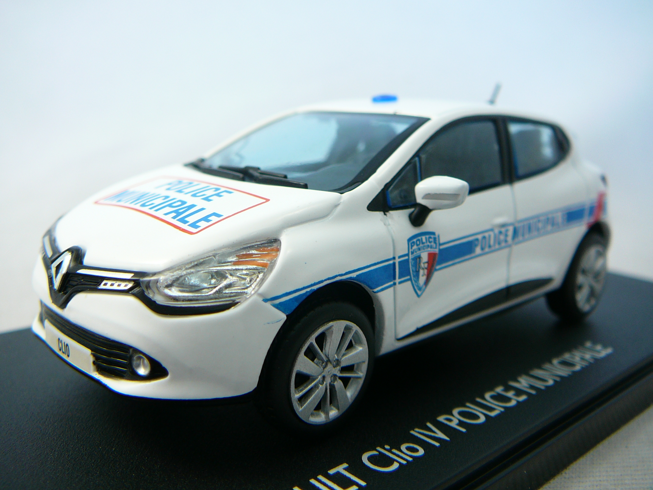 Renault Clio Iv Police Municipale Miniature 143 Eligor Xml 251 288 6463 further Brands Know Thom Browne besides Mercedes Benz CLS besides MercedesBenz600SWB as well 1938 Mercedes Benz G4. on mercedes benz signature