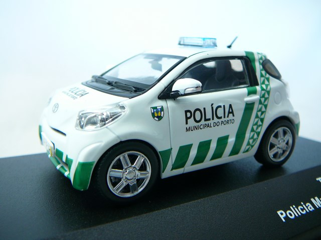 miniature voiture toyota iq police j collection. Black Bedroom Furniture Sets. Home Design Ideas