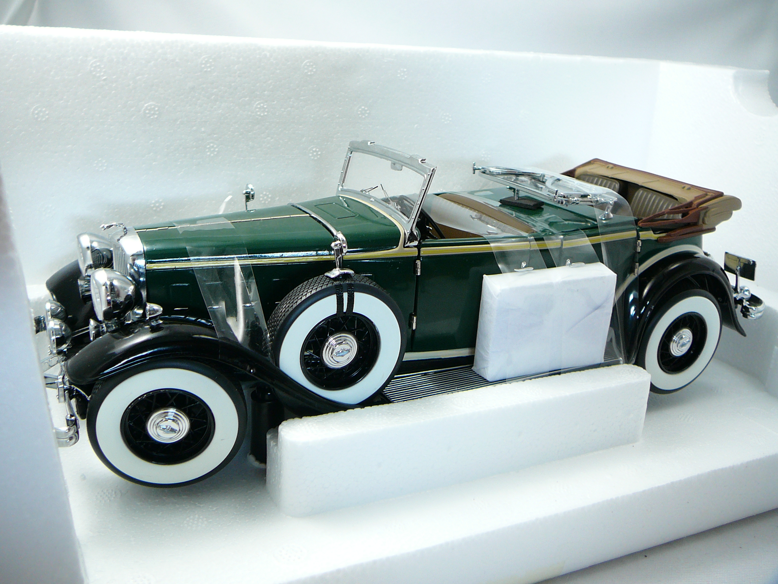 Miniature Voiture Ford Lincoln Kb 1932 Sunstar