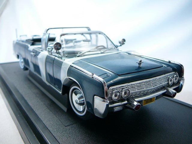 miniature voiture lincoln continental ss 100 x jf kennedy democrate 1961 lucky. Black Bedroom Furniture Sets. Home Design Ideas