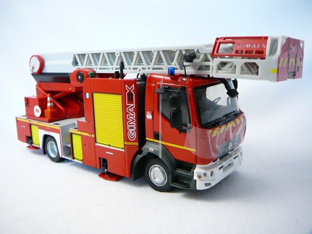 miniature camion pompiers renault d16 grande echelle. Black Bedroom Furniture Sets. Home Design Ideas