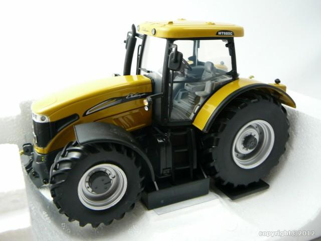 challenger mt 685c tracteur agricole miniature 1 32 universal hobbies unh 2817 freeway01. Black Bedroom Furniture Sets. Home Design Ideas