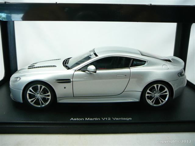 aston martin v12 vantage 2010 miniature 1 18 auto art aa 70206 freeway01 voitures miniatures. Black Bedroom Furniture Sets. Home Design Ideas