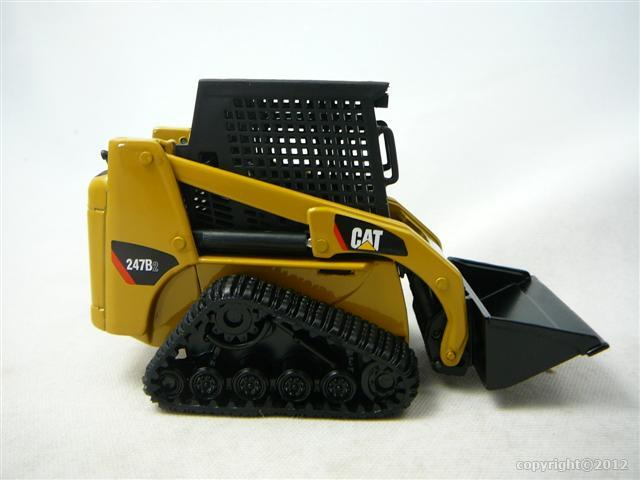 caterpillar cat 247b2 multi terrain loader avec outils miniature 1 32 norscot nor 55102. Black Bedroom Furniture Sets. Home Design Ideas
