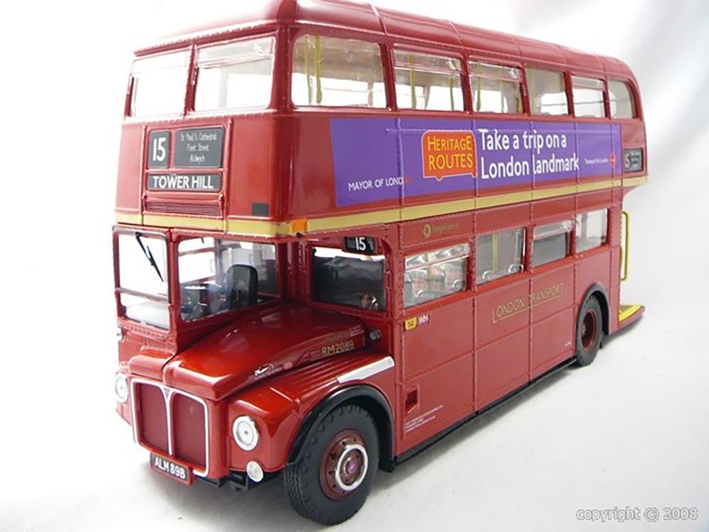 Miniature bus anglais