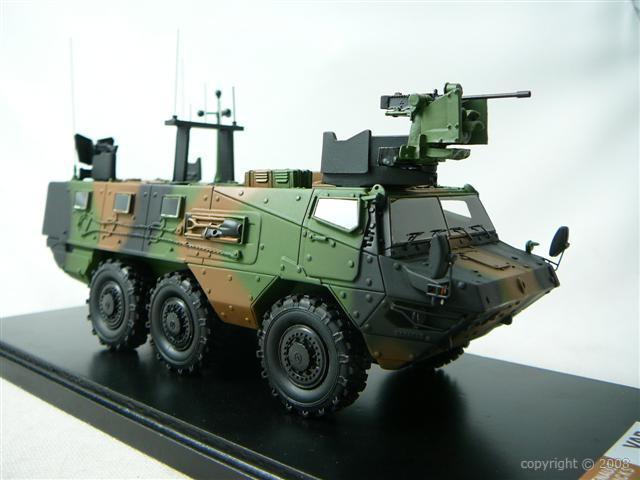 Véhicule militaire miniature pour le 14 juillet