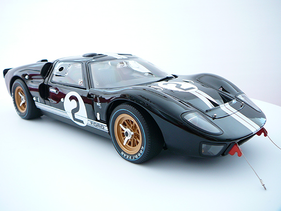 Voiture miniature de course Ford